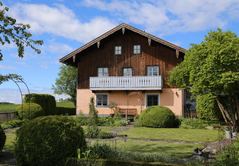 Garten Ansicht eines Holzvertäfeltes Haus